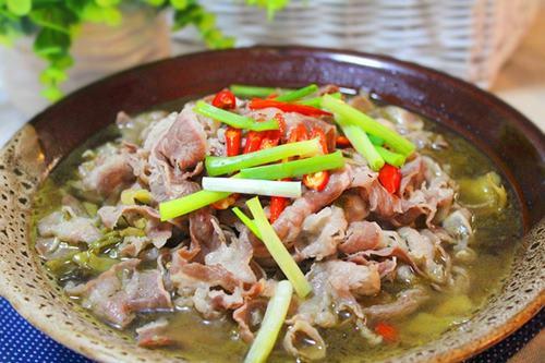 Công thức nấu canh chua thịt bò chua ngon đúng điệu trong bữa cơm gia đình