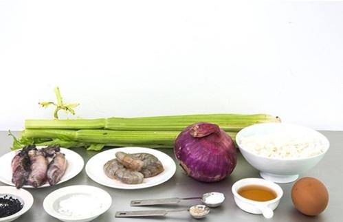 Công thức làm cơm rang tôm siêu ngon cho bữa sáng chỉ tốn trong vài phút