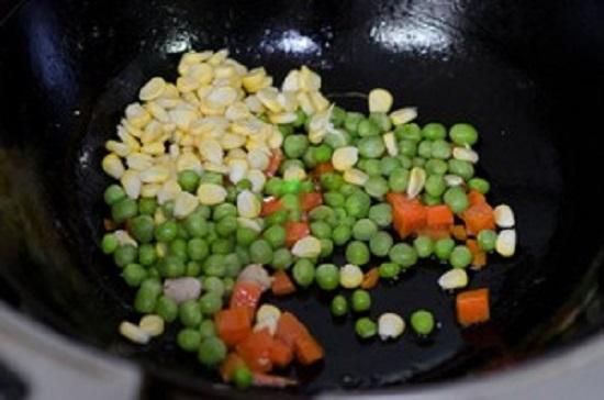 Đánh tan chứng lười ăn của trẻ với món thịt xào rau củ màu sắc bắt mắt