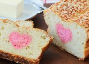 Làm bánh phô mai tạo hình trái tim siêu đơn giản cho chị em tặng bạn đời