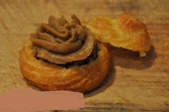 Biến tấu đơn giản cho món bánh su kem chocolate vừa ngon ngọt vừa lạ miệng