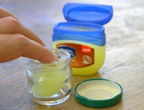 Công thức điều chế kem dưỡng mi cho chị em chỉ với nguyên liệu sẵn có trong bếp
