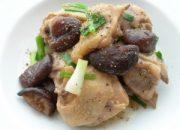 Công thức làm thịt gà xào nấm hương ngon nhưng không ngán