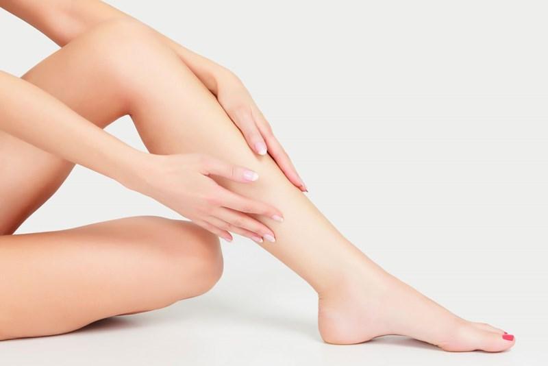 Tuyệt chiêu tẩy lông chân siêu đơn giản bằng sữa tắm
