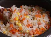 Cách nấu Cơm Trộn bằng Nồi Cơm Điện nhanh gọn thơm ngon hạt cơm dẻo mềm tơi từng hạt