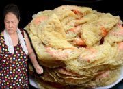 """Bánh xèo muỗi, quán bánh xèo 7.000 đồng thực khách vừa ăn vừa """"đập muỗi"""""""