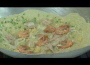 [Hướng dẫn] Cách đổ bánh xèo bằng bột Vĩnh Thuận