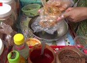 Bánh tráng trộn bán dạo khu quận 10