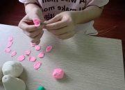 Thử làm đồ chơi đơn giản từ bột mì/ Try to make toys for children from  wheat flour